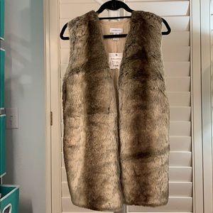 NEW! Beautiful, faux fur /sweater vest. #A279